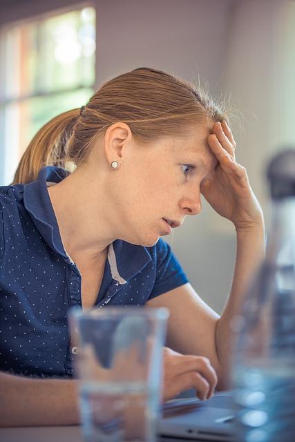 איך חרדה וסטרס משפיעים על עליה במשקל – מהם הפתרונות?